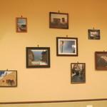 ピッツェリア ダ ティグレ - 壁に飾られた写真