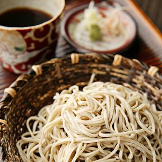 音威子府産の蕎麦粉を使用。かえしのしっかり効いた江戸切り蕎麦