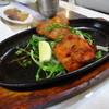 カリーハウスインド料理 - 料理写真:鉄板で熱々なタンドリーチキン&チキンティッカ