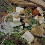駄駄っ子 - 2品目、気まぐれ駄駄っ子さらだ。 お野菜が新鮮~お豆腐と胡麻ドレッシングで、 たくさん食べられちゃうね。