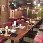 餃子家 龍 - 店内(H27.4)
