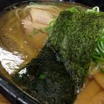 麺哲 - 薄口醤油ラーメン(700円)を頂きました。