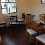 マーブル マーブル - テーブル席は8席。