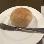 ビストロ ロカマドゥール - 自家製のパン☆