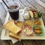 泉州やさいのビュッフェ&カフェ - モーニング 500円 ※アイスコーヒーと玉子をチョイス。