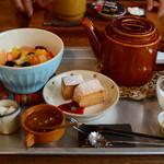 cafe zakka  hinatabocco - フルーツ紅茶のスコーンセットちゃん