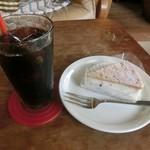 カナブン - アイス珈琲(420円)とレアチーズケーキ(360円)