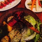 39939641 - 自家製ピクルス、味噌床で漬けたトマト、新鮮野菜の炭火焼き盛り(2015.07)