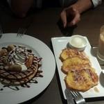39950797 - チョコバナナのパンケーキとメイプルのフレンチトースト