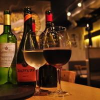 リーズナブルでもプロが選んだワインが盛りだくさん!