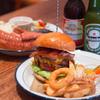 ALBERGO BURGERS & BEER DINING - 料理写真:やっぱり定番はビールにハンバーガー♪