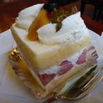 39992524 - 苺のショートケーキ