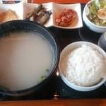 にっこりマッコリ - ソルロンタン定食(790円)