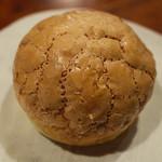 BREAD&DISHES MUGINOKI - 「バタークーヘン」(170円)。これはもうスイーツ。