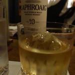 バー ベッソ - まずはラフロイグ、相変わらず臭くて美味い酒だ。