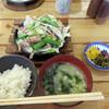 青空食堂 - 料理写真:親鶏もも焼き鉄板定食 大盛り800円。 ちなみに普通盛は650円です。 シャキシャキの野菜もたっぷりなのが嬉しいです。