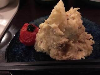 かんだ光壽 - 酒盗入りポテサラ。なめらかです。風味があります。料理の手間の重要さを感じました。
