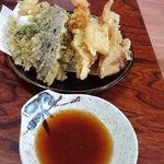 食処 鶴天 - 刺身定食の天ぷら
