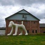 シュバルツバルト - 大きな犬のオブジェ@弘前 2010/5