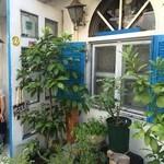 やさい食堂 堀江座 - 緑豊かな、洒落た外観です