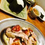 ジャパニーズキュイジーヌ 佐藤 - とりモモ焼き(カット後)と塩むすび