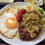 パセリ屋 - 和風ハンバーグに目玉焼き