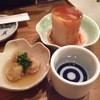 たら福 - 料理写真:お通しと日本酒