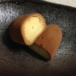 うすかわ饅頭儀平 - シナモンの香りにほこほこの黄身餡の「芋いも」