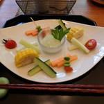 菜食 左ェ門 - 夏野菜にしそ豆腐クリームを添えて