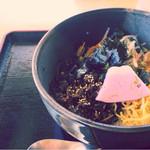 だるま山高原レストハウス - シカ肉ビビンバ丼800円