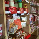 ムレスナ ティーハウス - お紅茶がたくさん並んでいます(^_^)v