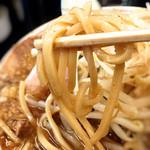 泪橋 - 麺は四角い腰のある麺です。