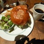 ブルックリンパーラー - アボカド & チェダーチーズ バーガー