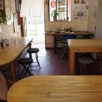 しみず食堂 - お客様いらっしゃらないので、店内全景が撮れました(2015.7.24)