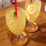 atari CAFE&DINING - レモネード&レモンスカッシュ