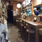 有機野菜食堂 わらしべ - 厨房前のカウンター席。