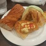 シャンテーコジマ - 二皿目のパン。 「ソーセージドック」「ちくわ」「ごぼう」「チーズ」