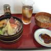 浜ちゃん - 料理写真:ランチのちらし寿司+なめこ汁+ウーロン茶