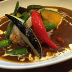 キッチン ククゥ - 夏野菜のカレーライス サラダ付(1100円)