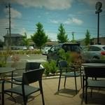 スターバックスコーヒー - 窓側から外を眺めます
