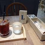 ジェラートピケカフェ - 木の待ち札がお洒落です