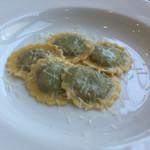 まつばら - ほうれんそうとナッツ、リコッタのラビオリ ペコリーノチーズ