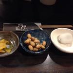 漁屋 - 最初に来た小鉢物3種、あとお吸い物も出ます( ´ ▽ ` )ノ