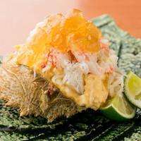 神秘的な味わいを残す『名物・毛蟹サラダ』