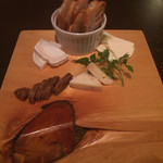 フォンティーナ チーズ ダイニング - 料理写真:チーズ盛り合わせ三種