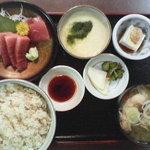 ○気 - 麦とろ定食(お昼:800円)とん汁 マグロ刺身 とろろ付