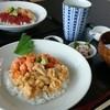 徳弥 - 料理写真:手前  生ウニ丼(赤・白)  3,400円    奥側  ウニ・イクラ丼     2,200円