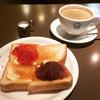 さいわい - 料理写真:ホットコーヒー。モーニングB。ジャム&小倉付きバタートースト。¥410-。
