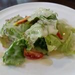 街のフレンチ洋食レストラン ふじゅう  - ランチにつくサラダ