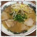 40435313 - スープは醤油豚骨系か。